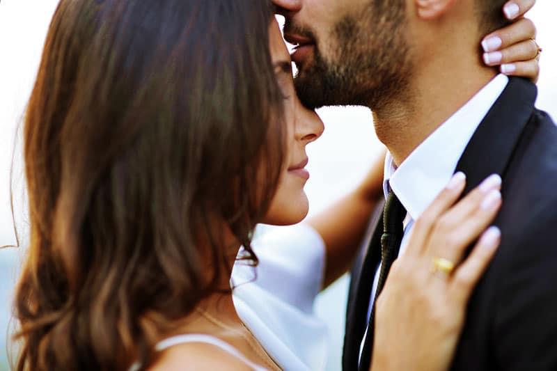 portrait, jeune, couple, baisers