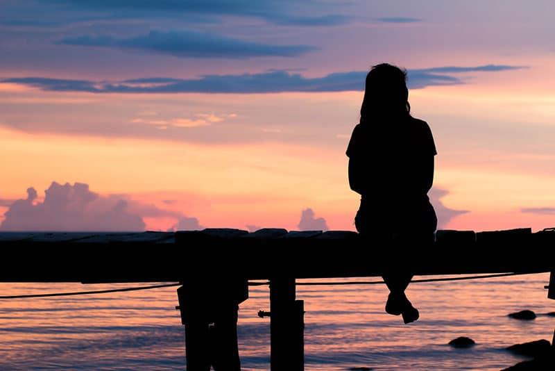 silhouette, triste, femme, séance, dock