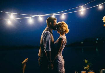un couple amoureux dans une étreinte