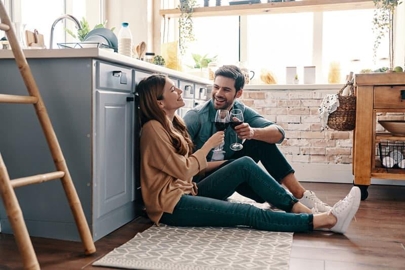 couple, boire, vin, cuisine, plancher
