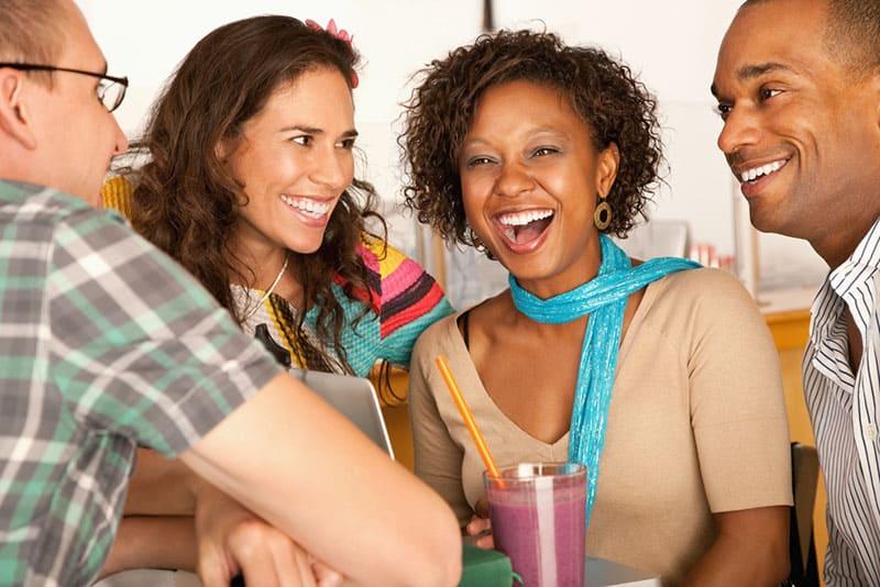 amis parler et rire