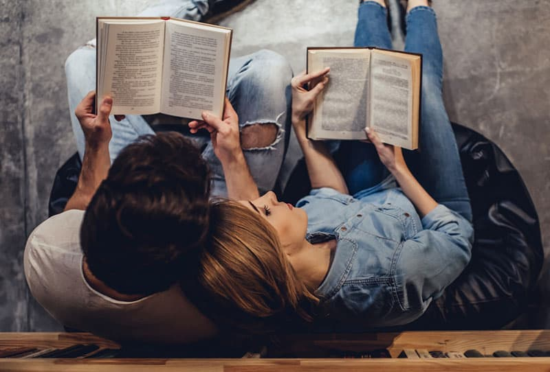 couple, lecture livres, ensemble