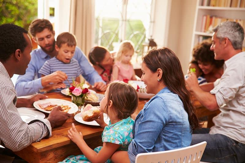 famille, déjeuner, ensemble