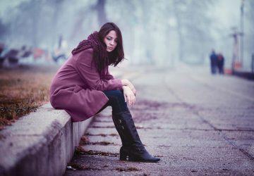 déprimé, jeune femme, séance, route