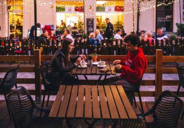 couple dînant au restaurant