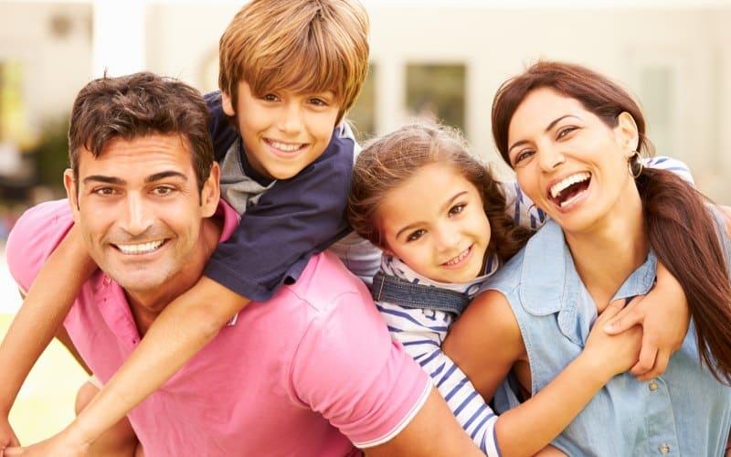 Les Éléments Clés D'une Famille Heureuse