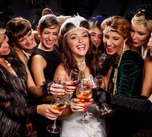 groupe de fille ayant une fête