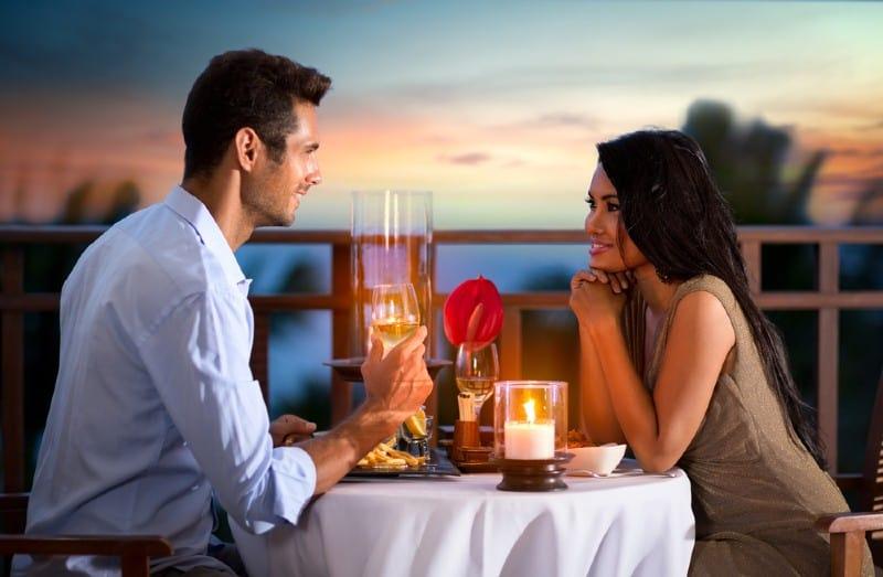 couple ayant un rendez vous romantique