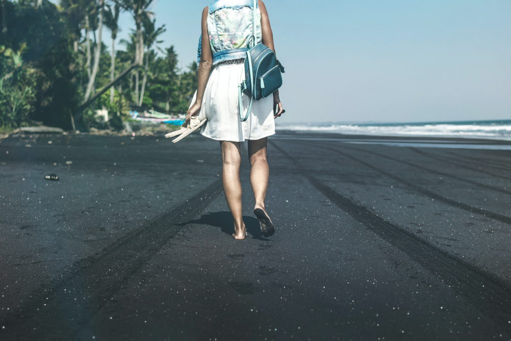 femme définit la plage