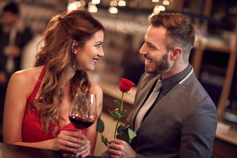 rendez vous romantique d'un couple