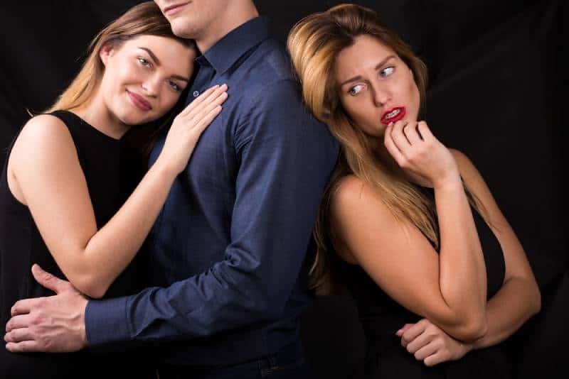 Image de l'amour traître et de la jalousie dans une relation
