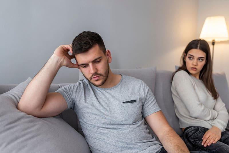 8 Signes Qui Montrent Que Votre Partenaire A Peur De L'engagement