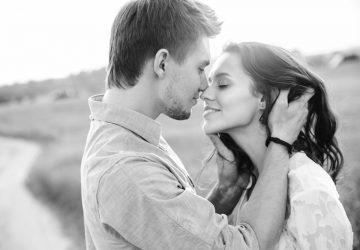 un homme et une femme veulent s'embrasser