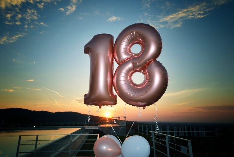 des ballons pour la fête à l'occasion du dix-huitième anniversaire