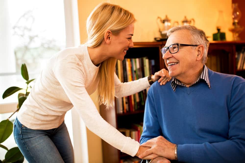 un portrait d'une femme heureuse et d'un père