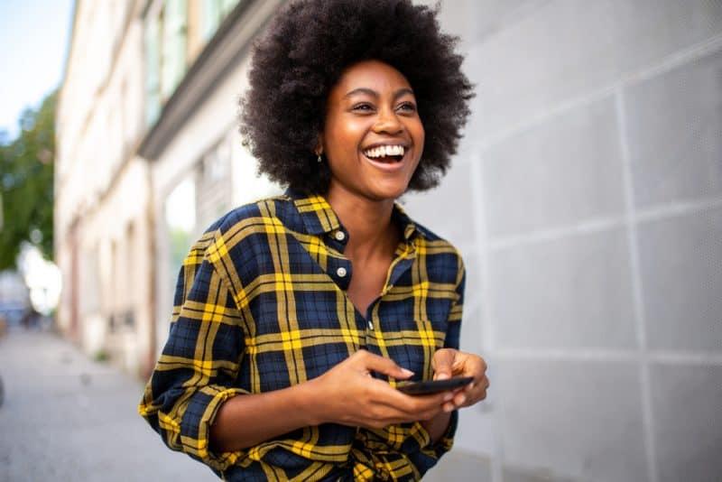 9 Erreurs Qu'on Fait Souvent Dans La Communication Par Sms (Qui Peuvent Le Refroidir)