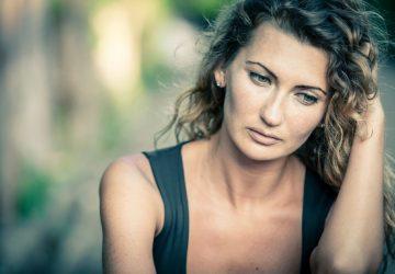 portrait d'une femme triste