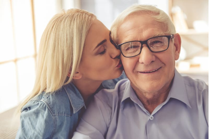 vieil homme avec sa fille
