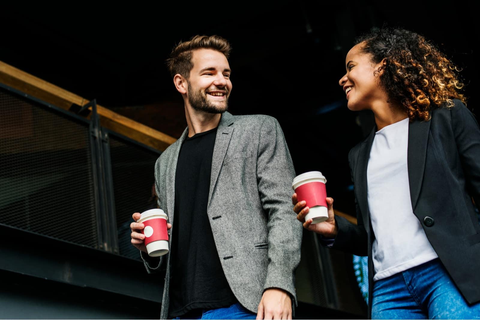 partenaires ayant du café à emporter