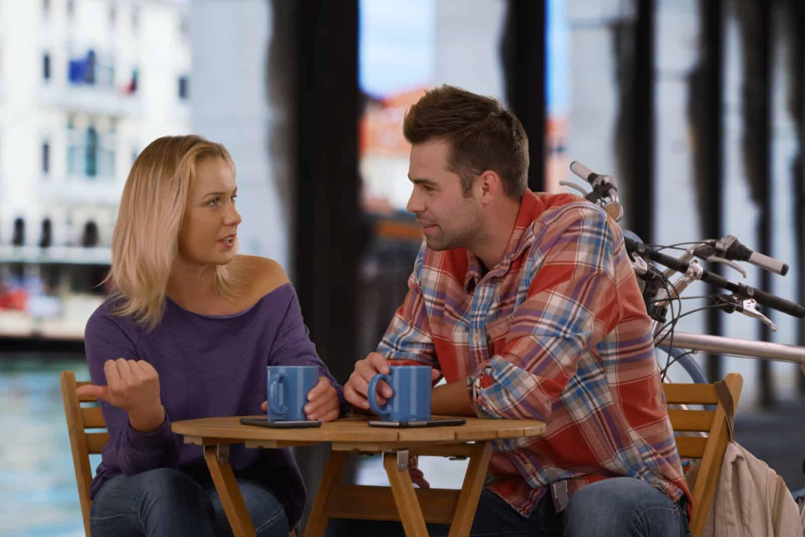 une fille et un mec lors d'un premier rendez-vous