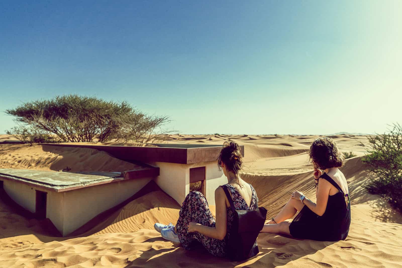 deux amis dans le désert