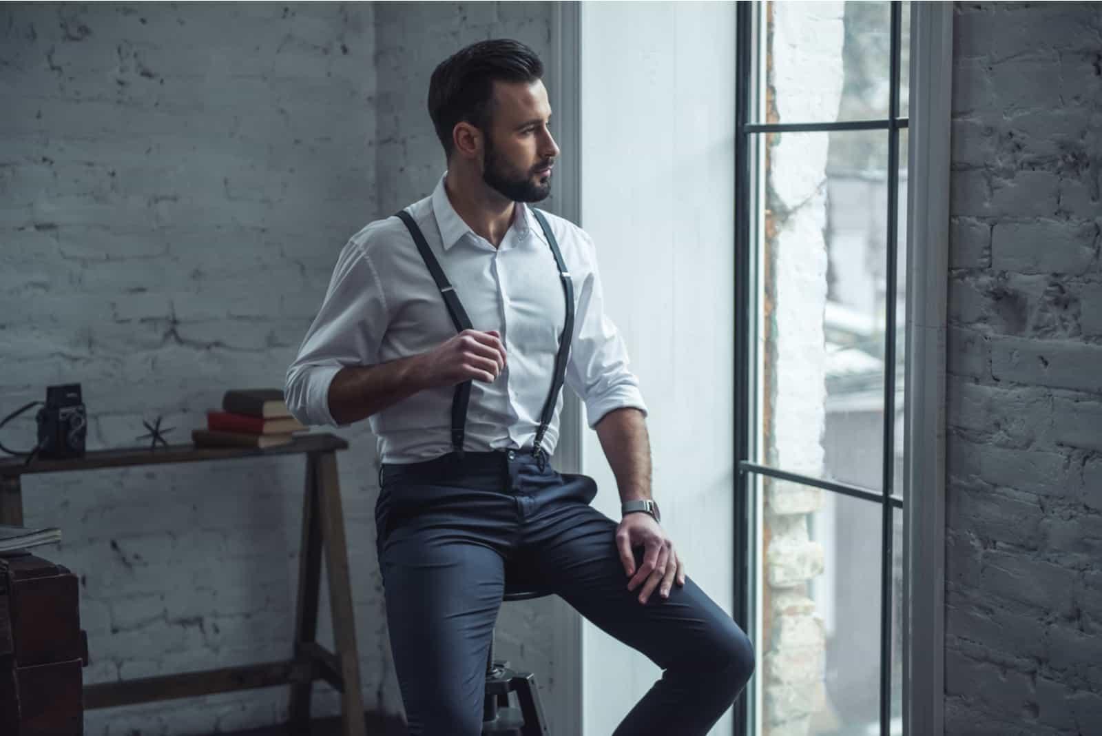 Bel homme élégant en costume