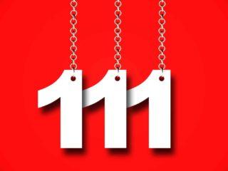 numéro 111 sur fond rouge