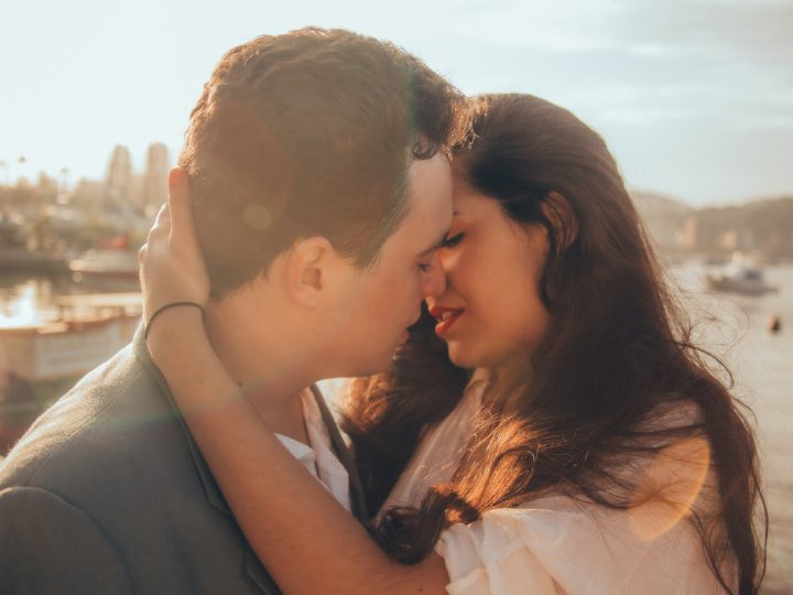 Comment Exciter Une Fille À Vous Embrasser: 13 Méthodes Pour La Mettre À L'aise