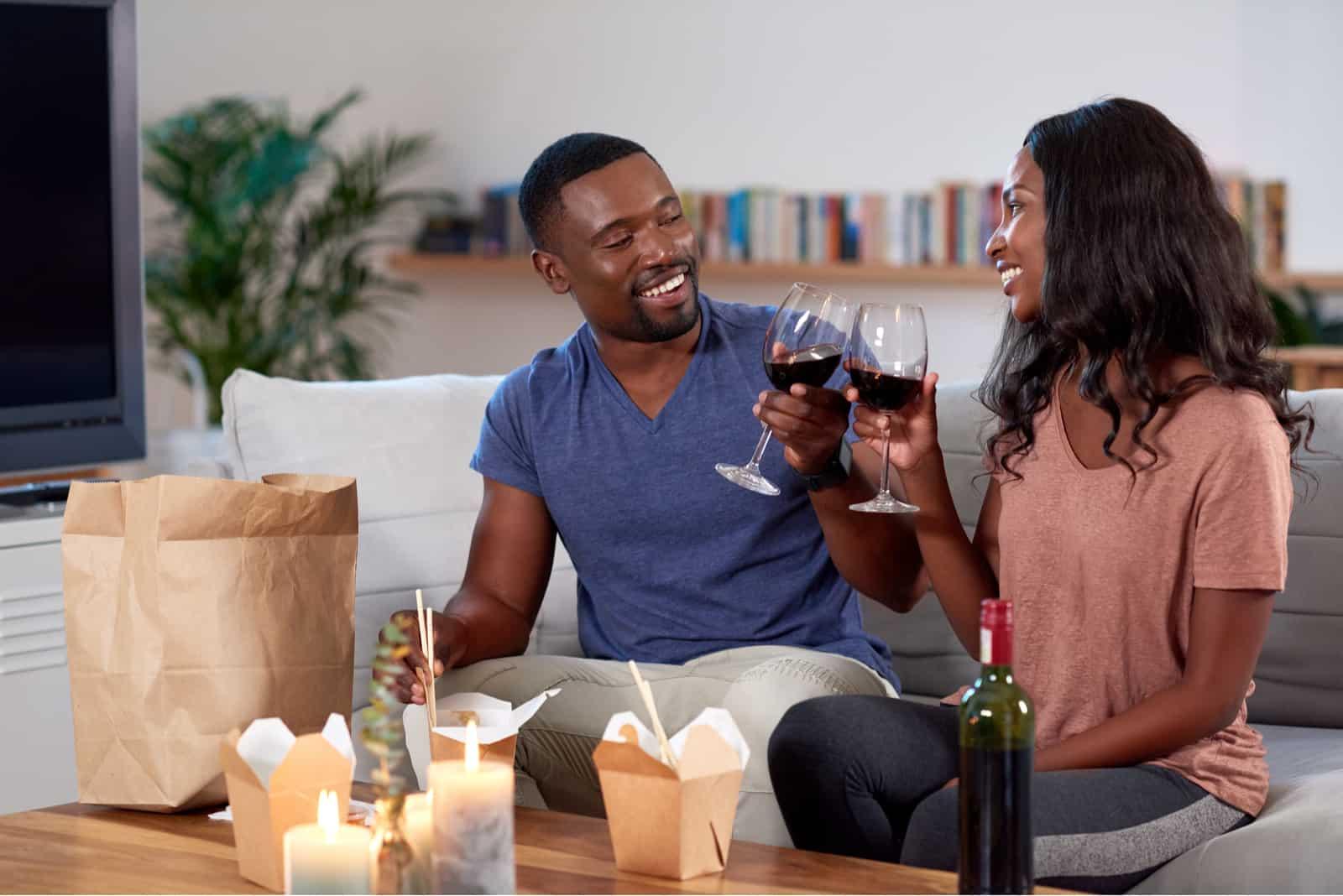 couple profitant de leur rendez-vous