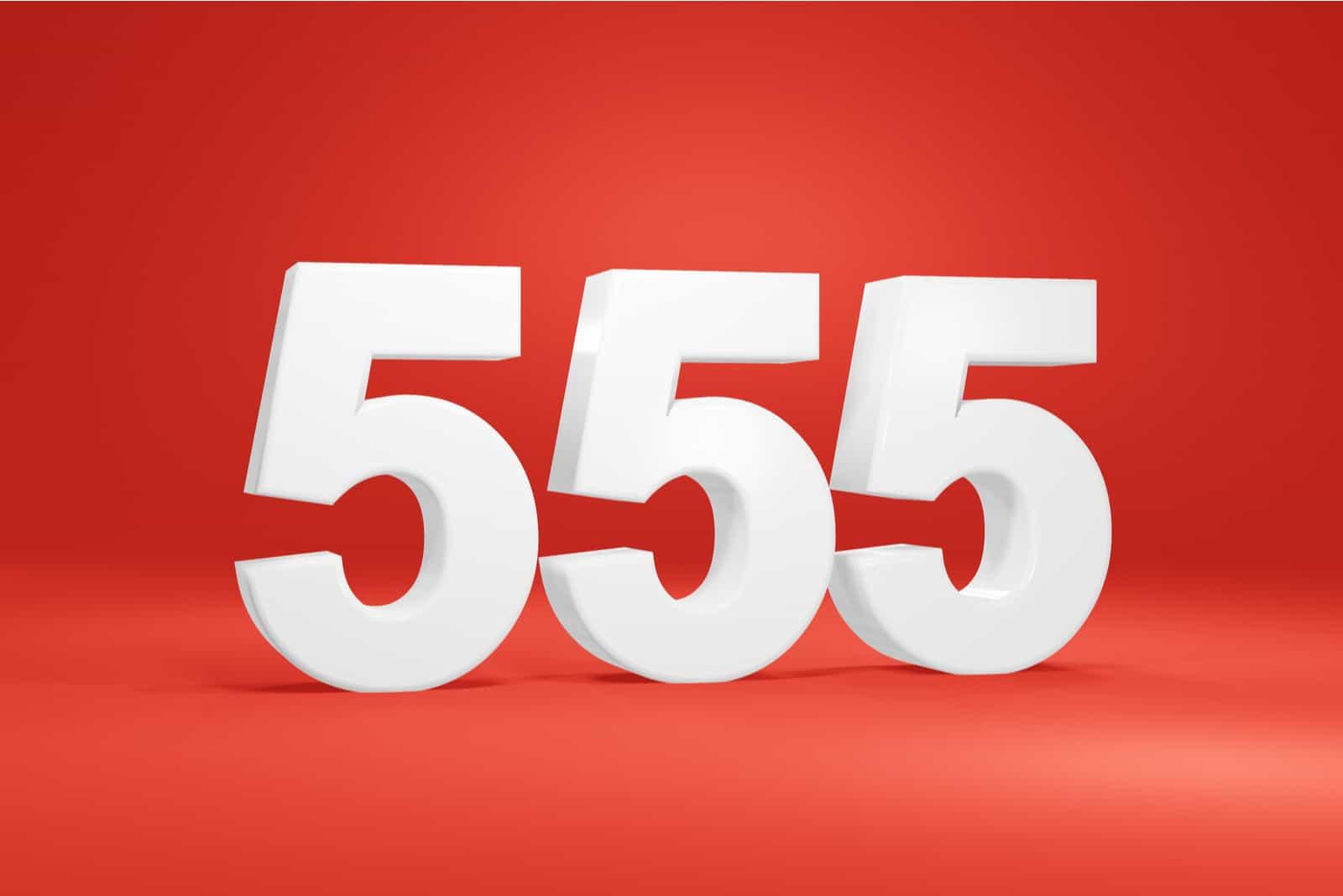 numéro 555 sur fond rouge