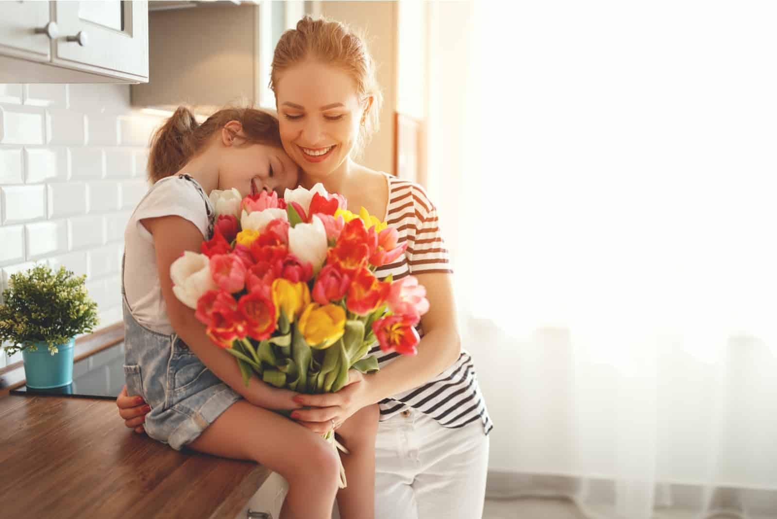 sa fille a acheté un bouquet de roses à sa mère